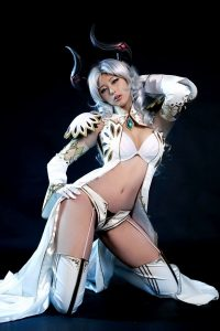 Tera Gold Box Cosplay Girl